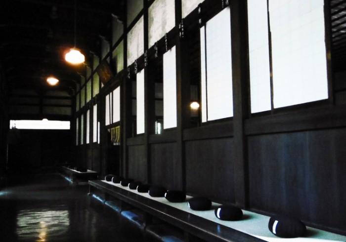 【受付終了しました】1day寺ヨガ体験デトックスツアー ~坐禅と精進料理~
