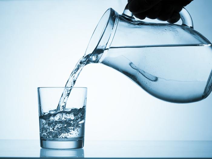たったそれだけ!? 朝の「コップ一杯の水」でキレイになる理由