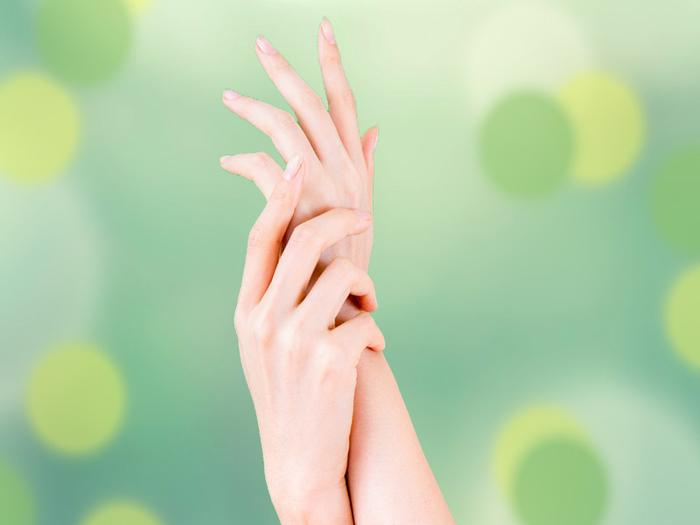 """オフィスで手軽に""""爪もみ""""♪簡単なのに健康効果がすごい!"""