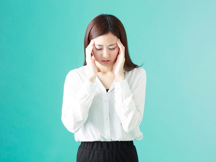 つらい片頭痛…。食べ物の見直しで改善できるかも!?