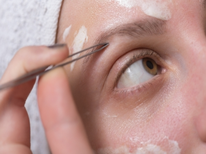 自然でキレイな眉毛へ!薄くなってしまった眉毛を生やす方法